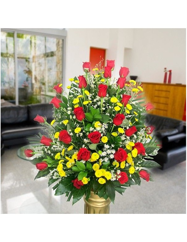 Arrangement of roses with Pinoquio